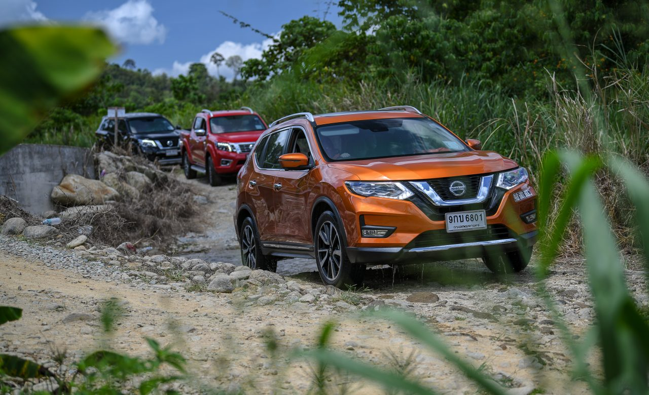 Nisson Go Anywhere in Malaysia Test Drive in rock road